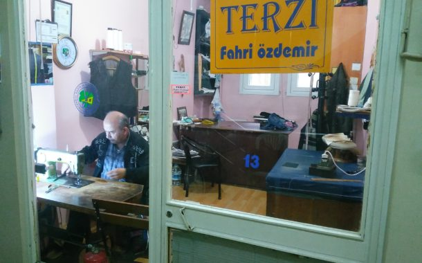 Çarşı'nın 57 yıllık şair terzisi