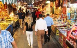 Kum saatinin durduğu yer; Tarihi Kadıköy Çarşısı…