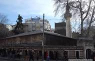 Kadıköy Tarihi Çarşı'nın  en tanınmış camisi Osmanağa Camii