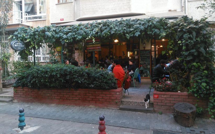 Cafe Shop Nostaljik Ev Dekoru'nda cafe keyfi