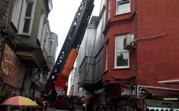 Kadıköy Tarihi Çarşı'da korkutan yangın
