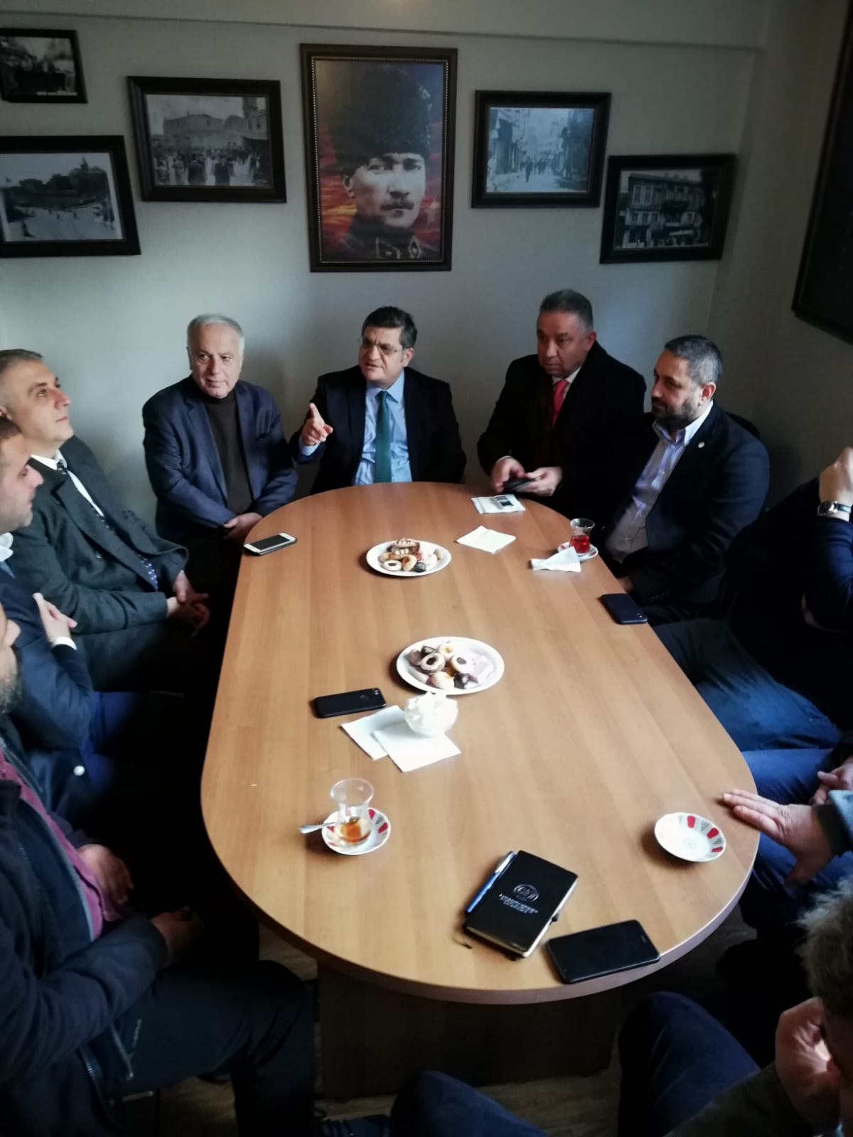 Kadıköy İlçe Kaymakamı ve Emniyet Müdüründen, Kadıköy Tarihi Çarşı Derneğine yılbaşı ziyareti