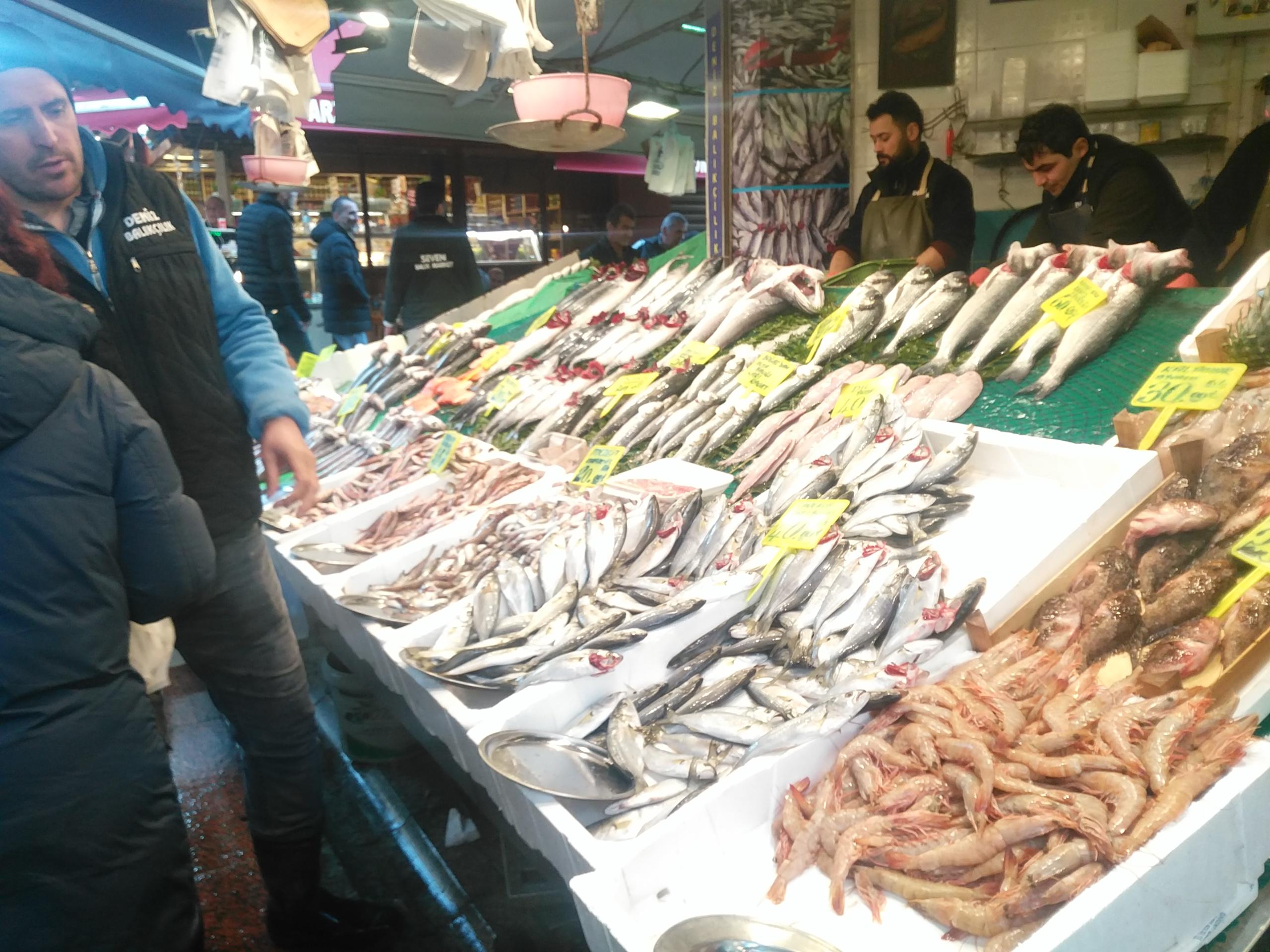 Çarşı'da balık bereketi