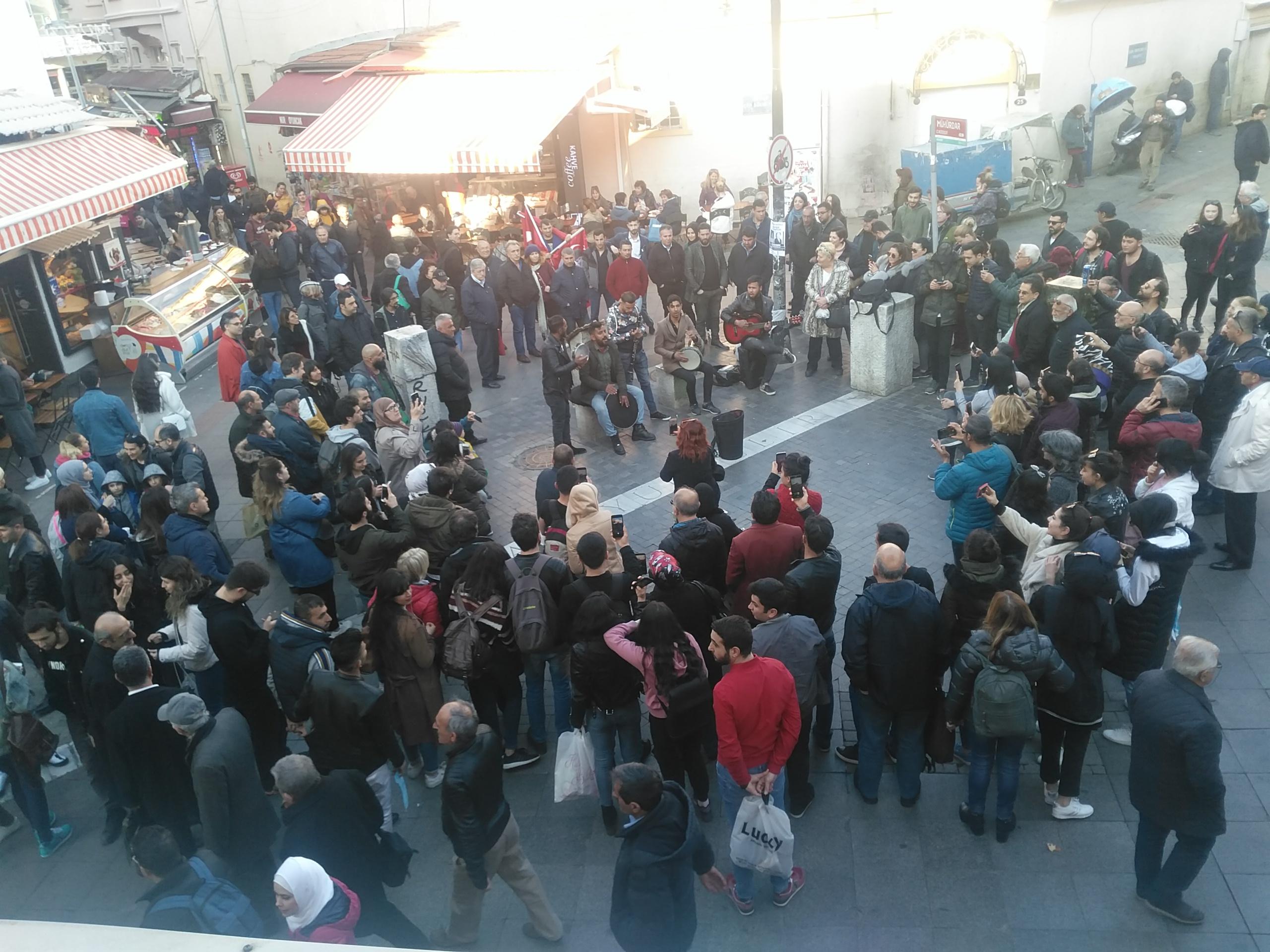 Kadıköy Tarihi Çarşı'da neşeli anlar