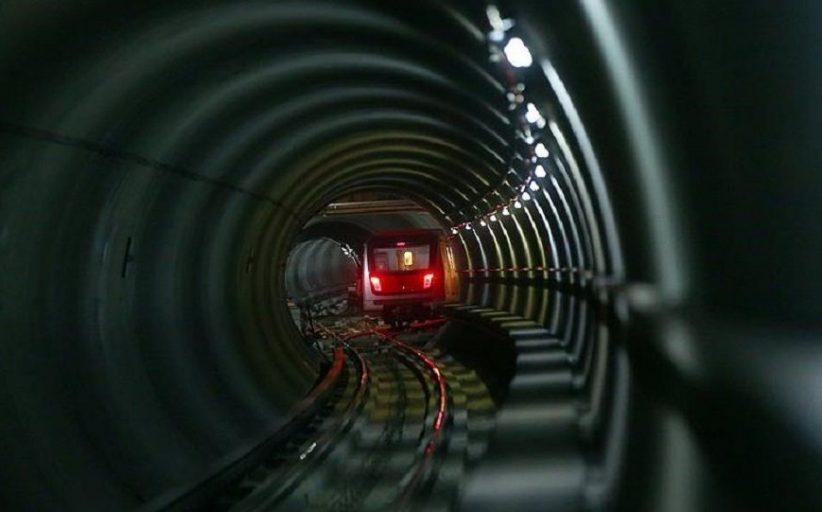 Marmaray'ın üzerine çıkan yolcu elektrik akımına kapıldı: Yanındakiyle iddialaşmış