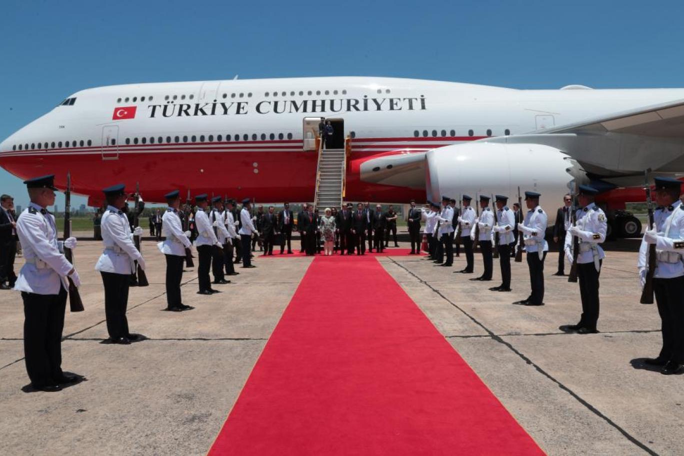 Seçimin ardından ilk kez: İmamoğlu, Erdoğan'ı karşılayan protokolde yer aldı