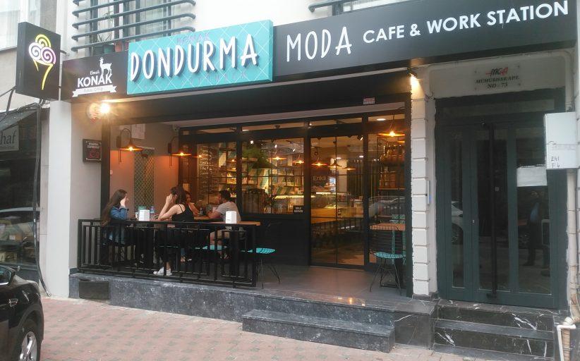 Kadıköy Çarşı'da dikkat çeken yeni bir dondurmacı : Konak Dondurma-Moda ve Cafe&Work Station