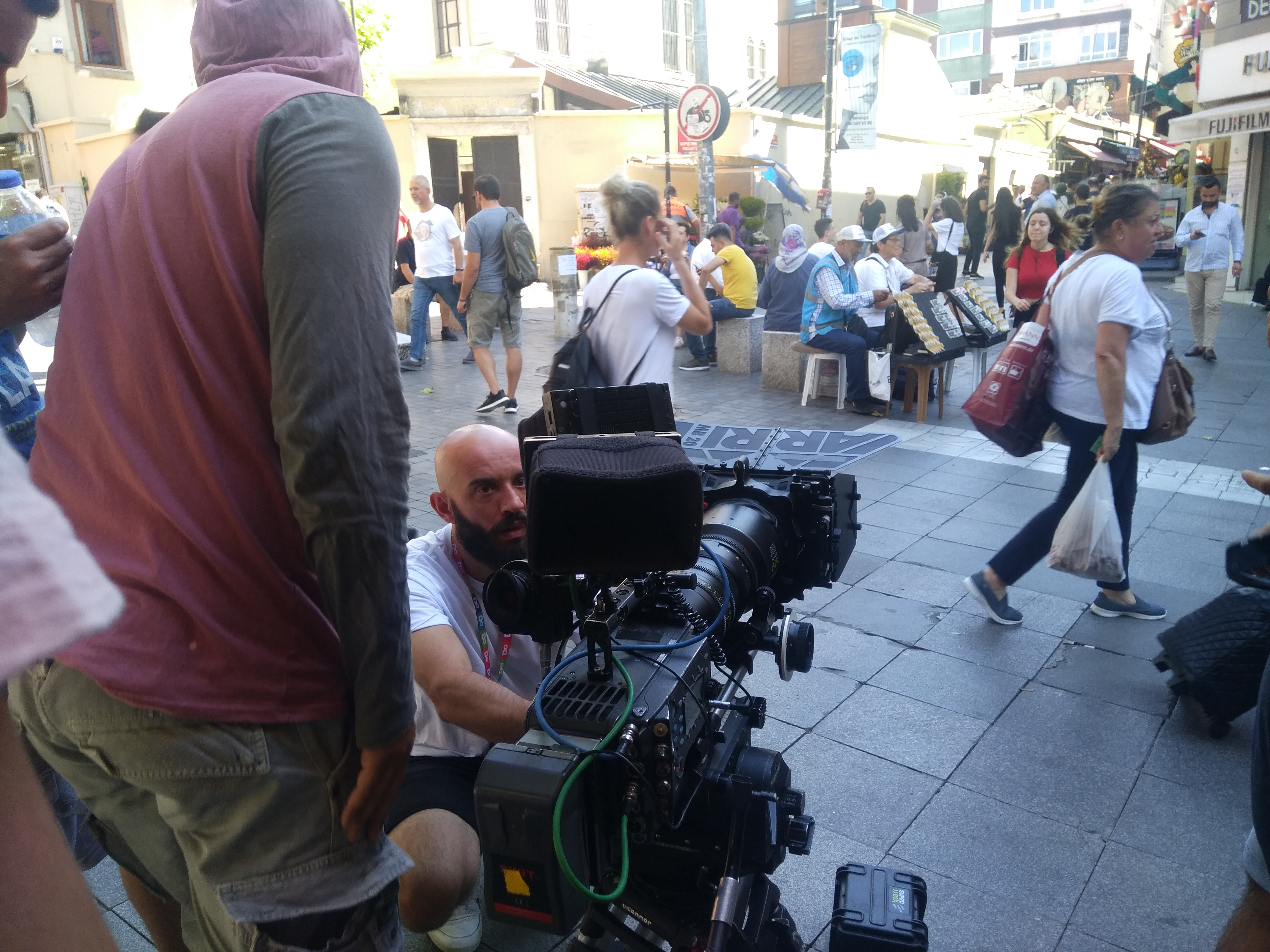 Kadıköy Tarihi Çarşı'da insan kalabılığı film çekimi oldu