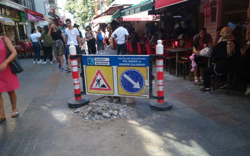 Kadıköy Belediyesi'nin , Kadıköy Tarihi Çarşı içindeki yol onarım çalışmaları hızlandı