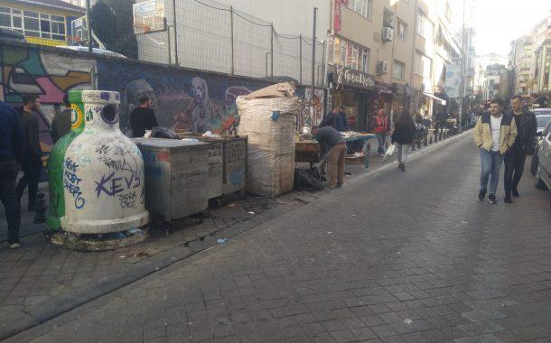 Moda Caddesindeki Çöp Konteynerlerinden çevre esnafı rahatsız