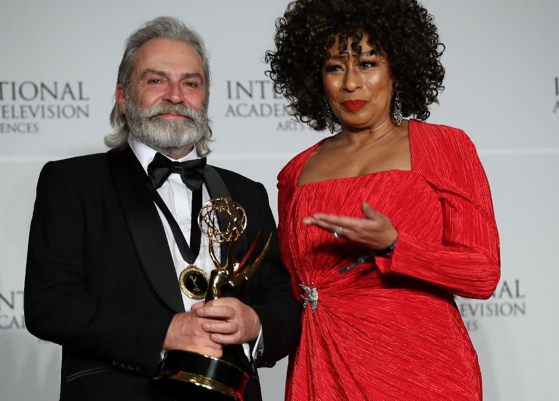 Haluk Bilginer, Şahsiyet dizisiyle Emmy ödülü kazandı!