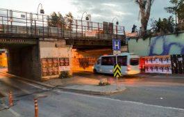 İbrahimağa Köprüsü yıkılıyor , yol kapanıyor