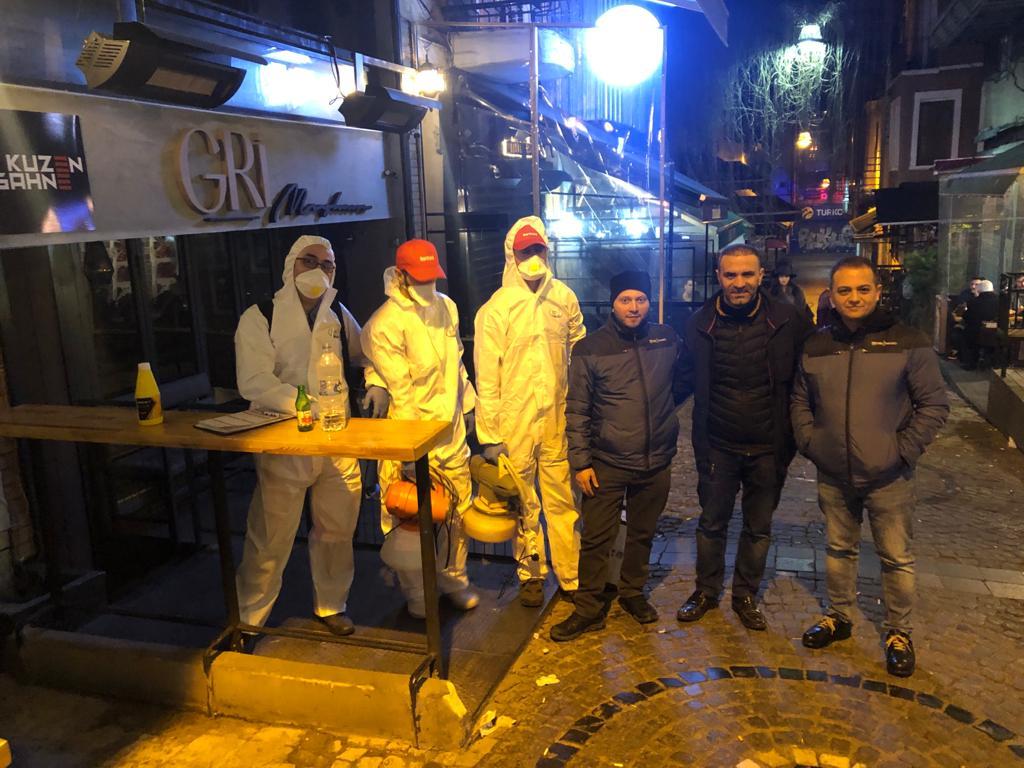 Kadıköy Tarihi Çarşı'da Koronaviris'e karşı gece 03:00 'te Dezenfekte çalışmaları