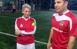 Kadıköy Çarşıspor Bayan Futbol Takımı'nın  ilk antremanına, Ferhat Göçer'den destek geldi