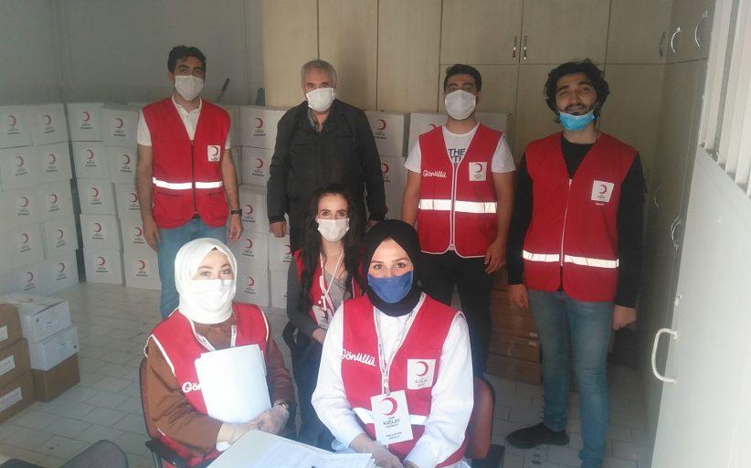 Kızılay'dan Kadıköy Tarihi Çarşı Derneği ve Modader üyeleri esnaf çalışanlarına gıda yardımı yapıldı