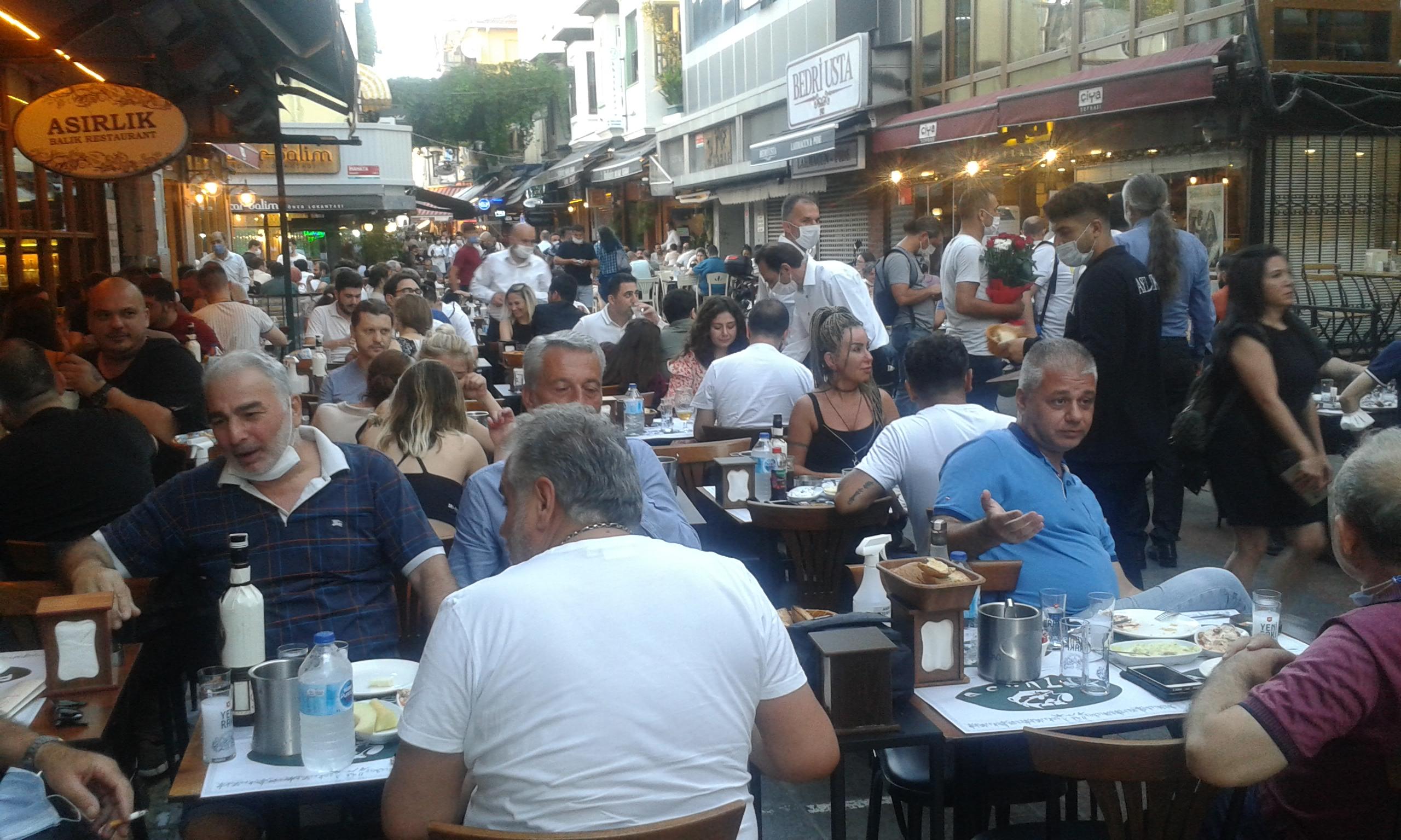 Kadıköy Tarihi Çarşı'da esnafın yüzünü güldüren hareketli bir Cumartesi