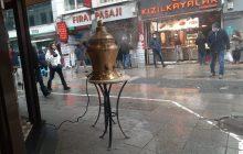 Soğuk bir kış gününde , pandemi kısıtlamaları  ve  Kadıköy Tarihi Çarşı'da ayak üstü sıcak bir sahlep