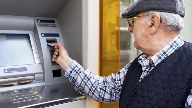 Mayıs'ın ilk haftası , 13 milyon emekliye bin Lira bayram ikramiyesi verilecek