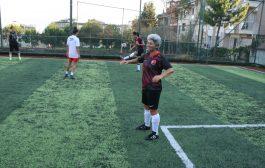 Kadıköy Çarşı Bayan Futbol Takımı çalışmalarında, sanatçı Ferhat Göçer desteği devam ediyor