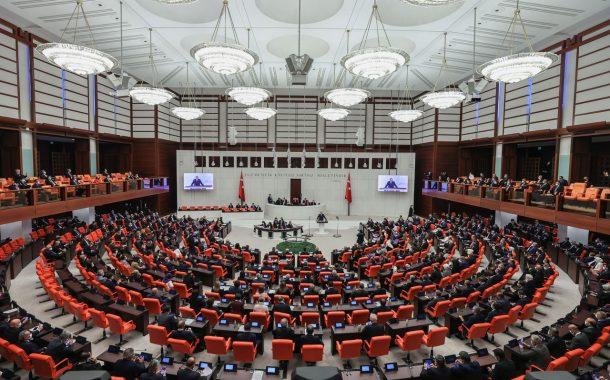 Vergi Usul Kanunu Meclis'te kabul edilerek , 835 bin küçük esnafa gelir vergisi muafiyeti getirildi